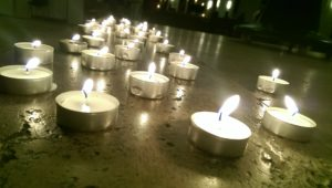 Kerzen bei einer Trauerrede
